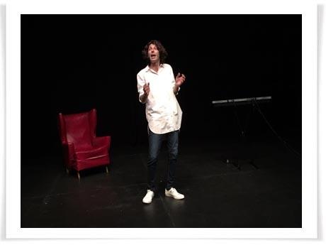 """Andy Chango triunfa con """"El hombre nada"""" en el Teatro del Barrio"""